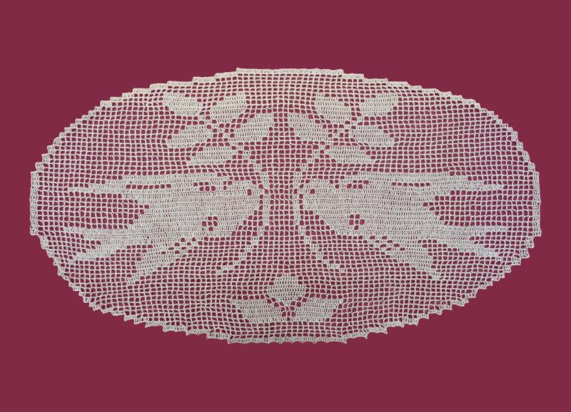 """""""Schwalbenpaar"""" – Filethäkelei, oval 44 x 80 cm"""